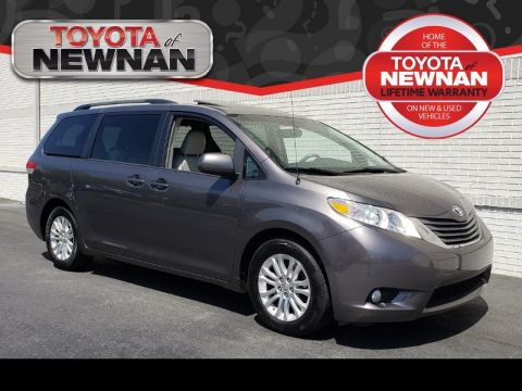 Pre-Owned 2012 TOYOTA SIENNA 5DR 8-PASS VAN V6 XLE FWD